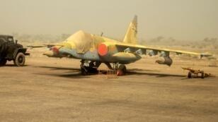 Un avion de l'armée de l'air nigérienne sur le tarmac à l'aéroport de Zinder, le 13 février 2014.