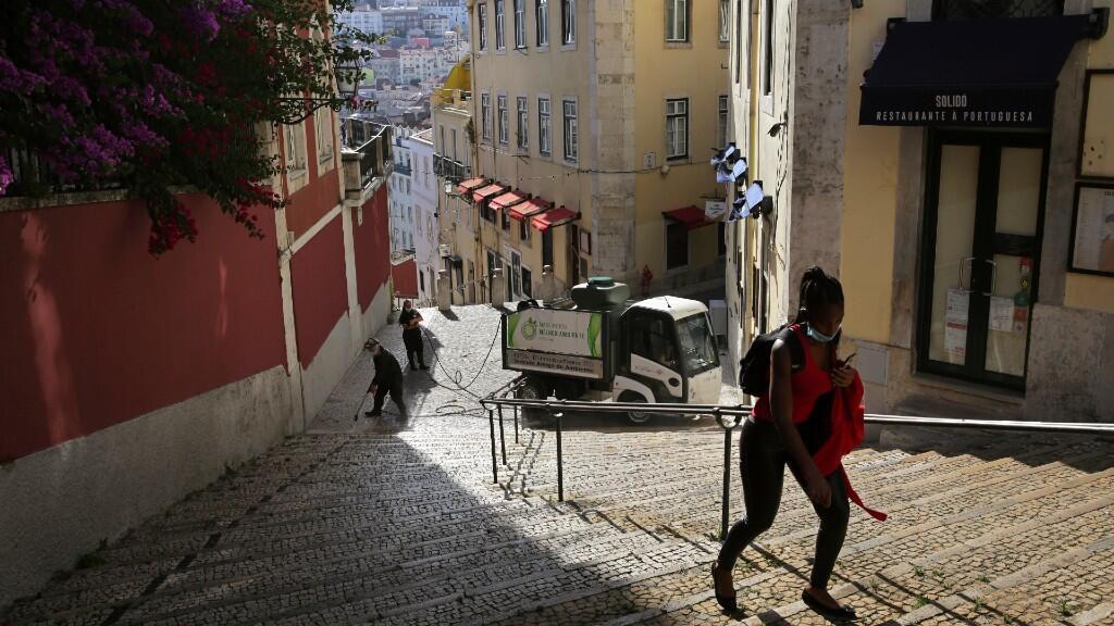 El centro histórico de Lisboa permanece prácticamente cerrado debido a la vuelta de las restricciones a causa de un rebrote de coronavirus. En Lisboa, Portugal, el 24 de junio de 2020.