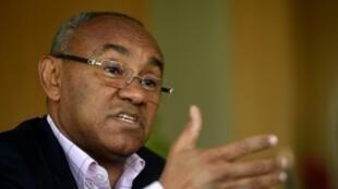 رئيس الاتحاد الأفريقي لكرة القدم أحمد أحمد في مكتبه بالقاهرة. 22 نيسان/أبريل 2018.