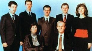 الرئيس السوري الراحل حافظ الأسد وزوجته أنيسة مخلوف وأبناؤهم الخمسة