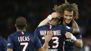 Après leur victoire sur Metz, les Parisiens comptent trois points d'avance en tête de la Ligue 1.