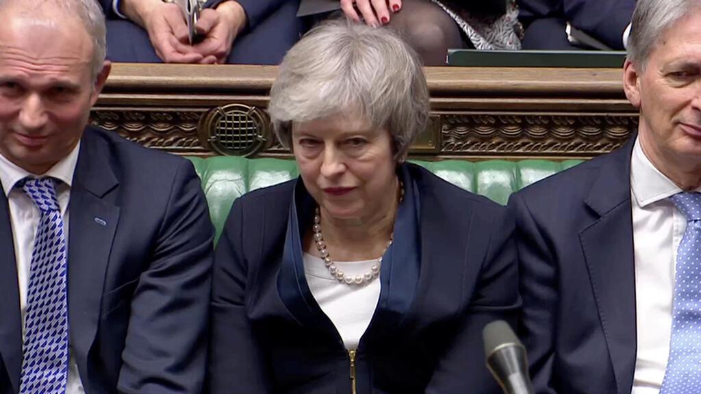 La primera ministra Theresa May gesticula tras conocer el resultado de la votación que rechazó el acuerdo del Brexit, este el 15 de enero de 2019.