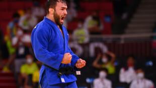 La joie du Français Luka Mkheidze, après avoir remporté la médaille de bronze (-60 kg) en battant le Sud-coréen Kim Won Jin, le 24 juillet 2021 aux Jeux Olympiques de Tokyo