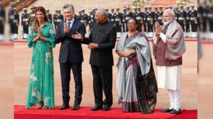 El presidente argentino, Mauricio Macri, su esposa, Juliana Awada, el presidente de la India, Ram Nath Kovind, su esposa, Savita Kovin, y el primer ministro indio, Narendra Modi.