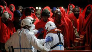 Des migrants secourus en Méditerranée le long des côtes espagnoles vers Malaga, le 29 novembre 2018.