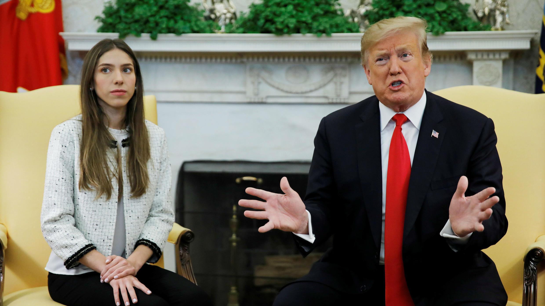 El presidente de Estados Unidos, Donald Trump, se reúne con Fabiana Rosales, esposa del líder opositor venezolano Juan Guaido , en la Oficina Oval en la Casa Blanca en Washington, EE. UU., 27 de marzo de 2019.