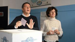 Le président du Conseil italien, Matteo Renzi, et son épouse Agnese Landini ont voté à Florence.