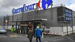 "French retail giant Carrefour has welcomed an ""unprecedented transformation"" in 2018 and revised its savings targets upwards"