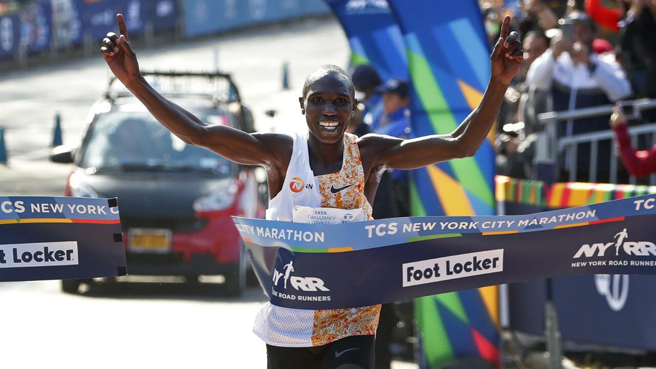 El corredor de 26 años Geoffrey Kamworor, de Kenia, logró el título en la gran manzana por segunda vez en su carrera tras el que había obtenido en 2017. Lo consiguió con un tiempo de 2 horas, 8 minutos, 13 segundos.