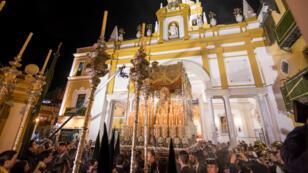 La Virgen de La Macarena sale de su Templo para efectuar su estación de Penitencia en la Madrugá, la noche grande de la Semana Santa de Sevilla, el 30 de marzo de 2018.