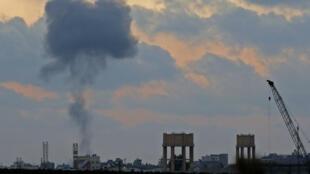 De la fumée s'élève au-dessus de la bande de Gaza après des frappes israéliennes le 20 juillet.