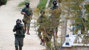 جنود إسرائيليون يبحثون عن فلسطيني قتل إسرائيليا 17 مارس/آذار 2019