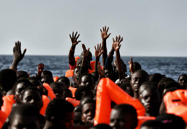 شهدت مياه البحر المتوسط غرق الكثير من المراكب المحملة بالمهاجرين واللاجئين الراغبين في الوصول إلى أوروبا