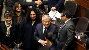 El Primer Ministro peruano, César Villanueva, llega al Congreso para solicitar la aprobación de cuatro proyectos de ley en Lima, Perú. 19 de septiembre de 2018.
