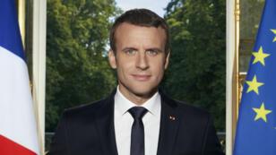 Avec son portrait officiel, le président Macron a fait passer quelques messages.