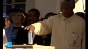 الزعيم التاريخي لحزب المؤتمر الوطني الأفريقي نيلسون مانديلا