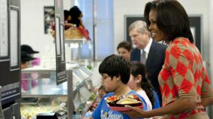 Michelle Obama dans une cantine de la ville d'Alexandria, en Virginie, le 25 janvier 2012.