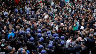 Manifestation à Alger contre la candidature à un 5e mandat d'Abdelaziz Bouteflika, le 1er mars 2019.