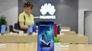 Huawei a conservé sa place de numéro 2 de l'industrie du smartphone au deuxième trimestre 2019, après Samsung et devant Apple, malgré les sanctions américaines imposées au géant chinois des technologies, d'après des études d'analystes publiées mercredi