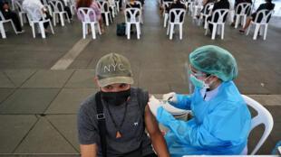 110621-thailand-vaccination-m