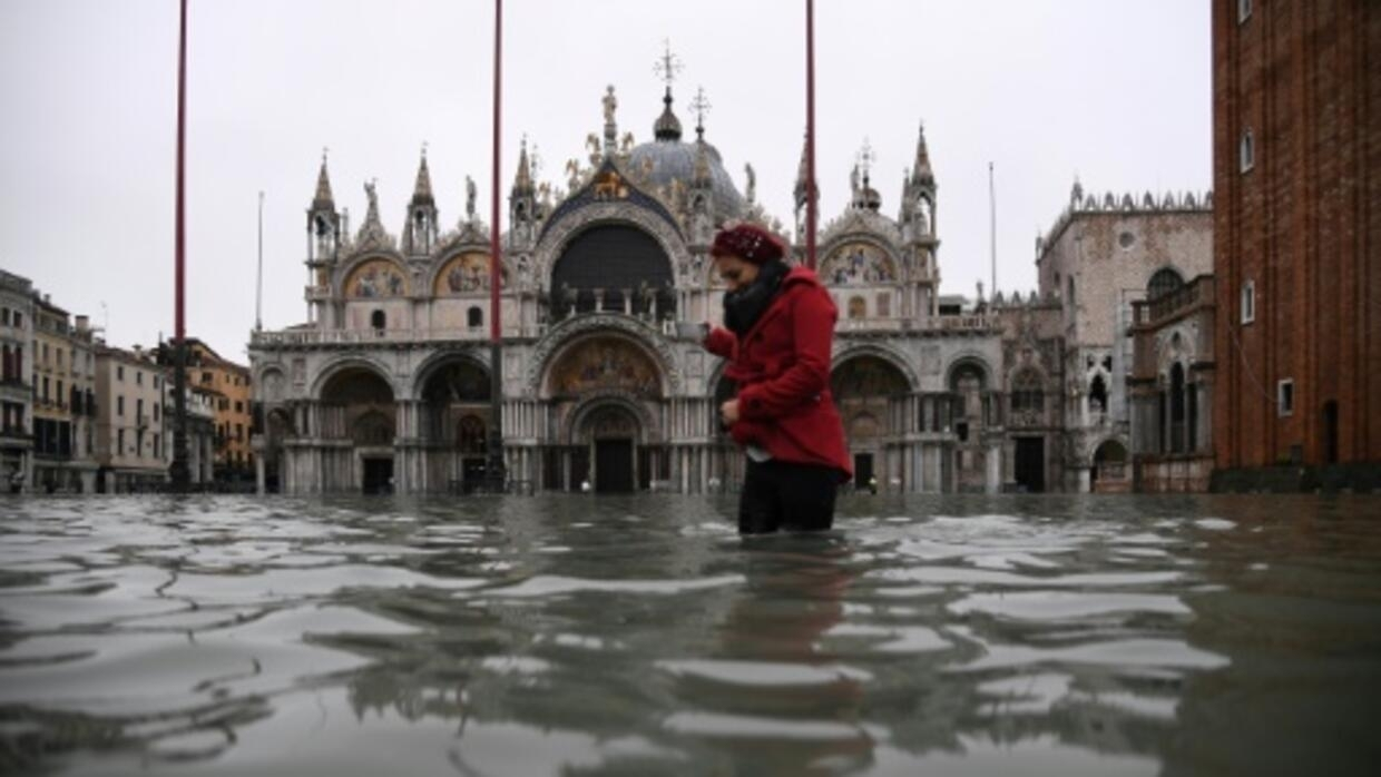 Flooding drowns St Mark's priceless mosaics in sewage