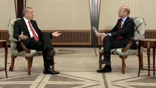 Le président turc Recep Tayyip Erdogan répond aux questions de Marc Perelman.