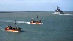 La marine argentine va tenter de localiser le sous-marin avec l'aide de ses partenaires  étrangers.