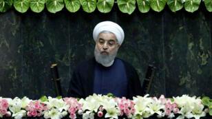 Le président iranien Hassan Rohani a menacé de quitter l'accord nucléaire mardi 15 août.