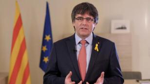 El líder catalán Carles Puigdemont renuncia a presidir la Generalitat