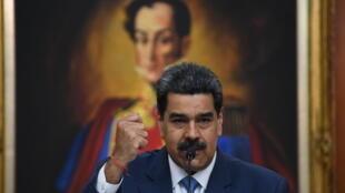 Esta imagen de archivo, tomada el 14 de febrero de 2020, muestra al presidente de Venezuela, Nicolás Maduro, durante una conferencia de prensa en el Palacio del Miraflores, en Caracas
