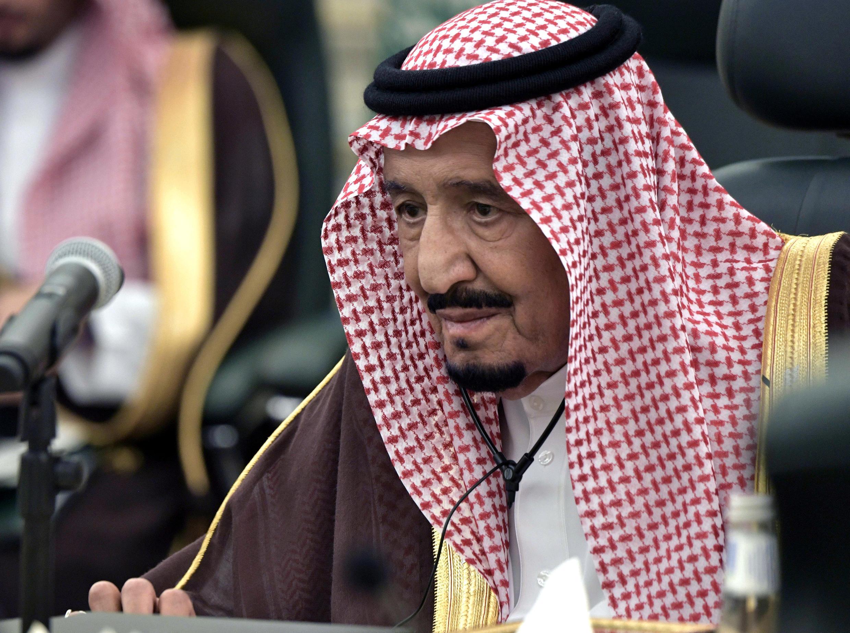العاهل السعودي الملك سلمان يحضر اجتماعا مع الرئيس الروسي فلاديمير بوتين في الرياض، 14 أكتوبر/تشرين الأول 2019.