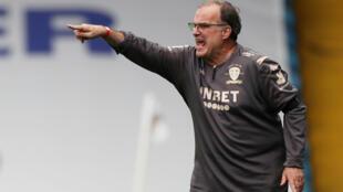 Leeds United manager Marcelo Bielsa gestures during a match versus Barnsley in Leeds, England on July 16, 2020.