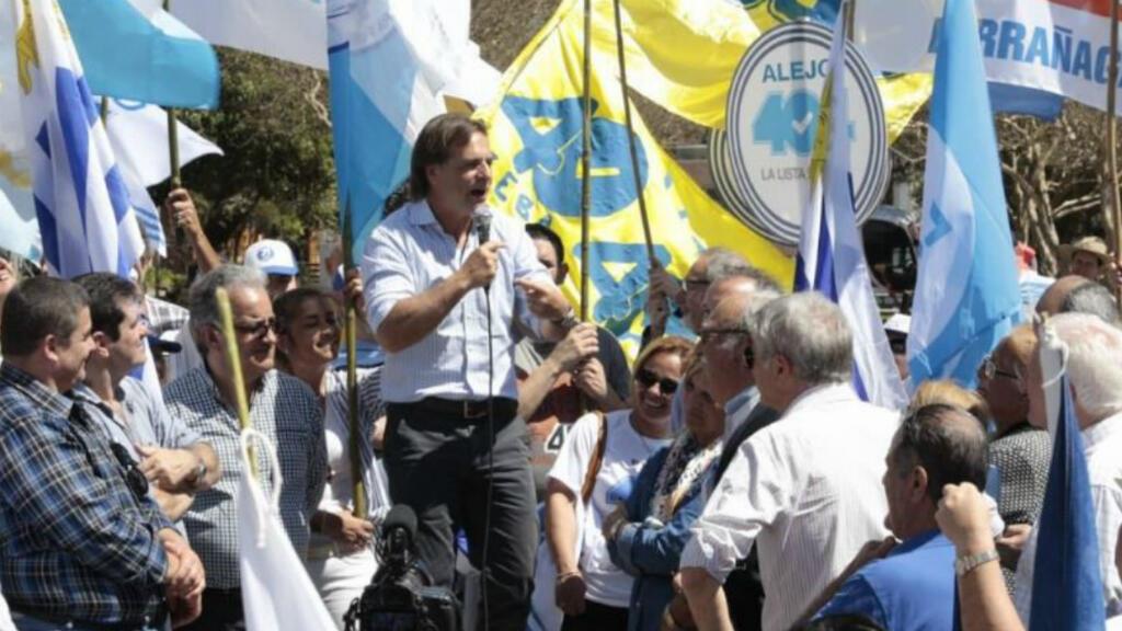 Imagen sin fecha que muestra al candidato a la presidencia de Uruguay, Luis Lacalle Pou por Partido Nacional durante un acto de campaña.