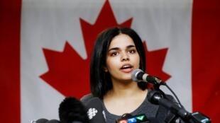 Rahaf Mohammed al-Qunun, una adolescente de origen saudí, quien denunció a su familia por maltrato, habló este 15 de enero en el Corvetti Education Centre en Toronto, Ontario, Canadá.