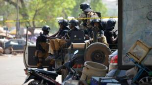 وجود أمني مكثف في العاصمة واغادوغو بعد الهجومين الإرهابيين على قيادة الجيش والسفارة الفرنسية الجمعة 2 مارس/آذار