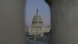Vista del Capitolio de Estados Unidos en medio de las negociaciones de presupuesto el 19 de enero de 2018.