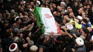 إيرانيون في مراسم التشييع الأخير للجنرال قاسم سليماني