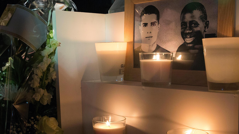 Zyed Benna, 15 ans, et Bouna Traoré, 17 ans, morts éléctrocutés dans un transformateur électrique, à Clichy-sous-Bois en 2005, alors qu'ils cherchaient à échapper à un contrôle de police.