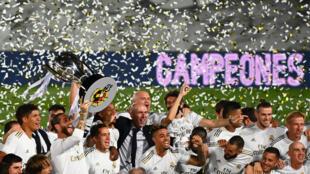 Les joueurs du Real Madrid fêtent leur titre de champions d'Espagne conquis le 16 juillet 2020 au stade Alfredo di Stéfano