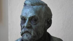 صورة التقطت في 5  تشرين الأول/أكتور 2020 لتمثال نصفي لألفرد نوبل موجود في معهد كاروللينسكا في تسوكهولم