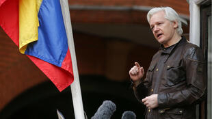 Julian Assange hablando desde el balcón de la Embajada de Ecuador en Londres. 19 de mayo de 2017.