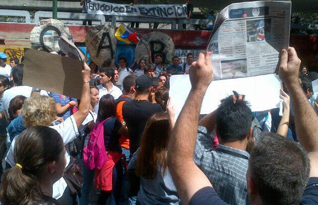 Newspaper workers and students protest shortage of paper in Caracas on January 28, 2014.