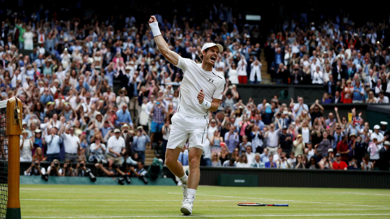 Andy Murray celebra su segunda victoria de Wimbledon en julio de 2016.