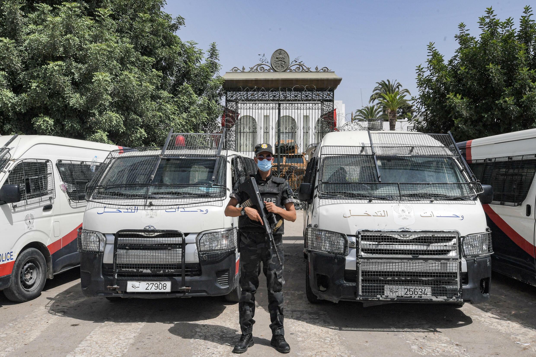 Tunisia outside parliament