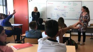 Lau Nova et Valérie de Montfort interviennent dans les collèges pour sensibiliser aux risques de la radicalisation.