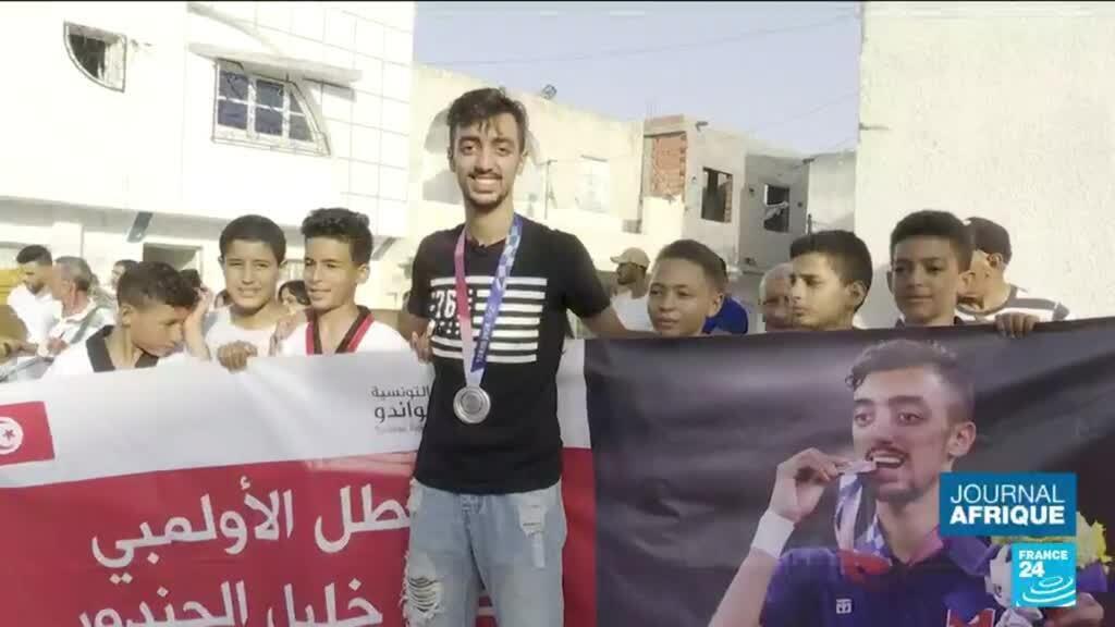 2021-08-12 21:55 Tokyo 2021 : la Tunisie accueille dans la ferveur ses champions Ahmed Ayub Hafnaoui et Mohamed Khalil Jendoubi,