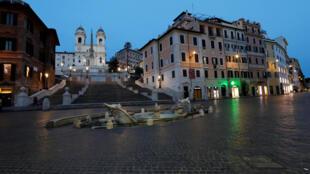 ساحة إسبانيا الشهيرة في روما خالية من المارة والسياح - 12/03/2020