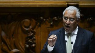 Antonio Costa, le leader du parti socialiste portugais à la tribune du Parlement, le 10 novembre 2015.