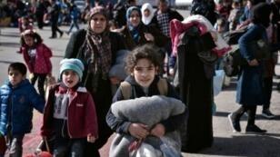 مهاجرون في مرفأ بيرايوس في أثينا 23 شباط/فبراير 2016