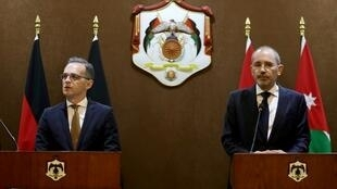 German Foreign Minister Heiko Maas (L) meets with his Jordanian counterpart Ayman Safadi on June 09, 2019 in Amman